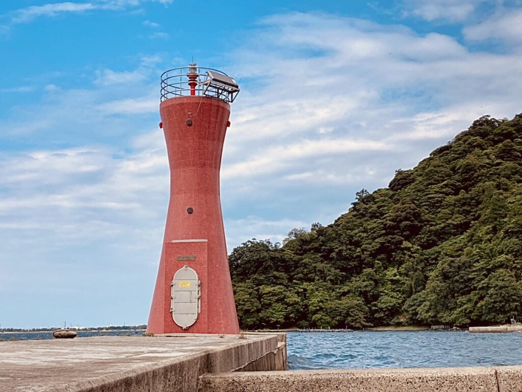 安来港の赤灯台